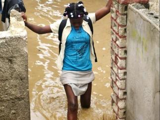 Sorteando a 'Sandy' por las calles de Puerto Príncipe