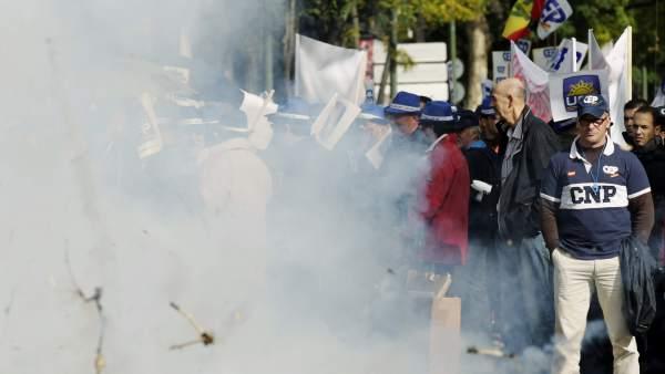 Los policías protestan contra los recortes