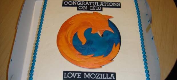 Mozilla envía una tarta de Firefox a Microsoft por el lanzamiento de Internet Explorer 10