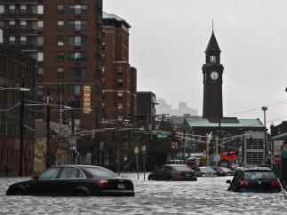 Calle inundada en Nueva Jersey