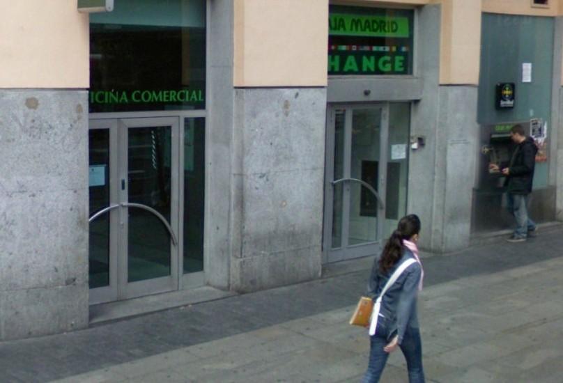 Varias familias afectadas por el impago de hipotecas ocupan una sucursal de bankia en madrid - Pisos de bankia en madrid ...