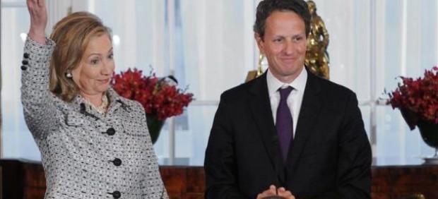 Hillary Clinton y Timothy Geithner.