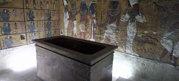 tumba cámara tutankamon sepulcro faraón antigüedades nefertiti