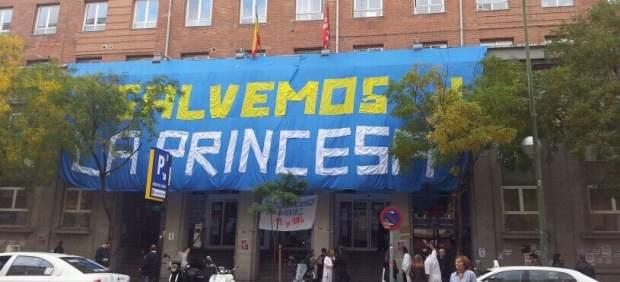 Pancarta en la Princesa
