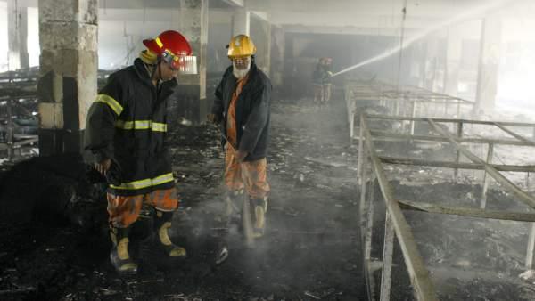 505a5618cbb13 Al menos 120 muertos en un incendio en una fábrica textil de Dacca ...