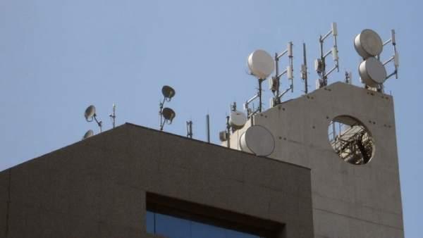 Expropiar tejados para antenas viola la propiedad privada, según los administradores de fincas