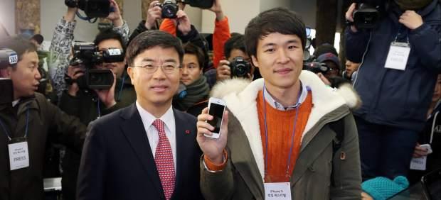 El iPhone 5 de Apple llega a Corea del Sur, feudo de su rival tecnológico Samsung