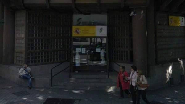 Un centenar de pensionistas se encierran en una oficina de la seguridad social de madrid - Oficina seguridad social granada ...