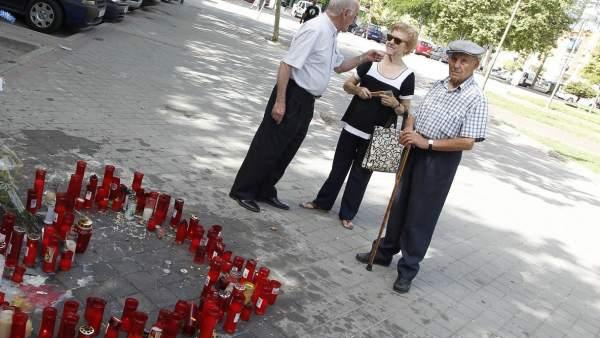 Altar levantado por los vecinos de Vallecas en el lugar que murió Ramiro