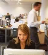 Una mujer en su puesto de trabajo