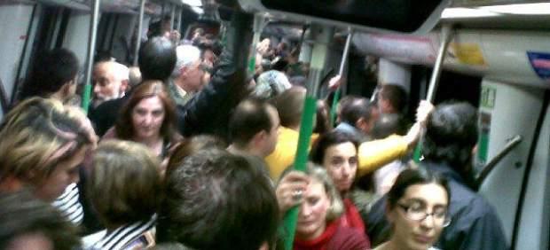Pasajeros atrapados en el Metro