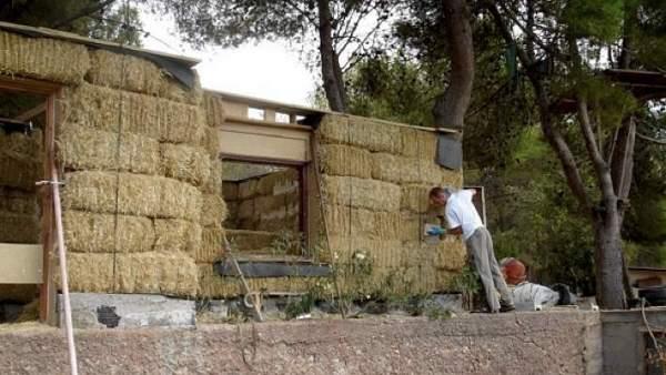 En tiempos de crisis casas de paja baratas ecol gicas y - Construir una casa barata ...