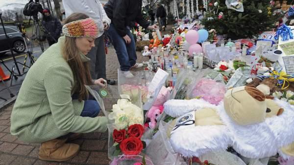 Flores por las víctimas de Connecticut