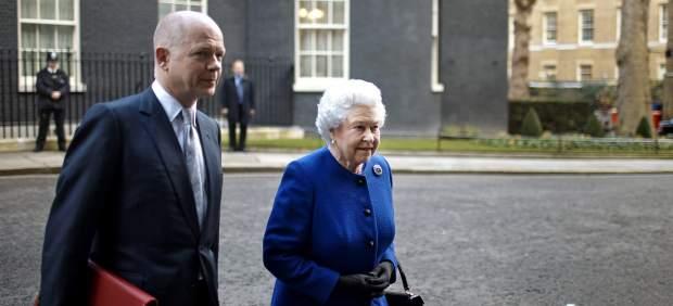 Isabel II y el ministro de Exteriores británico