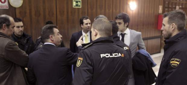 La Policía llega a las elecciones de los abogados madrileños