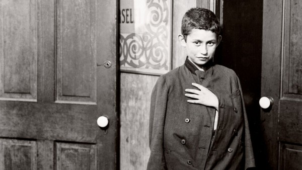 Waiting for the dispensary to open Hull House District, Chicago 1910