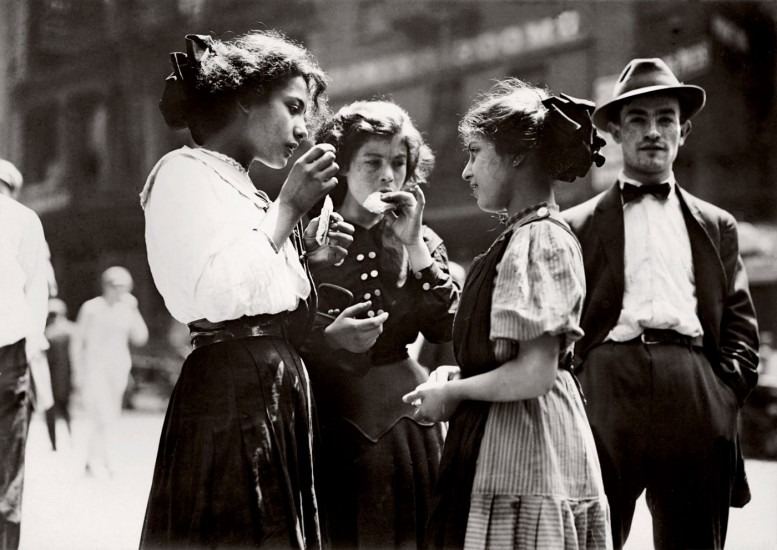 Lunch Time, New York 1910