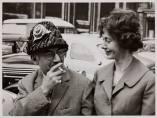 'Man Ray und Renate Gruber mit Hut, Sommer 1960'
