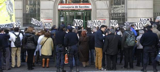 Protestas frente a la Consejer�a de Sanidad