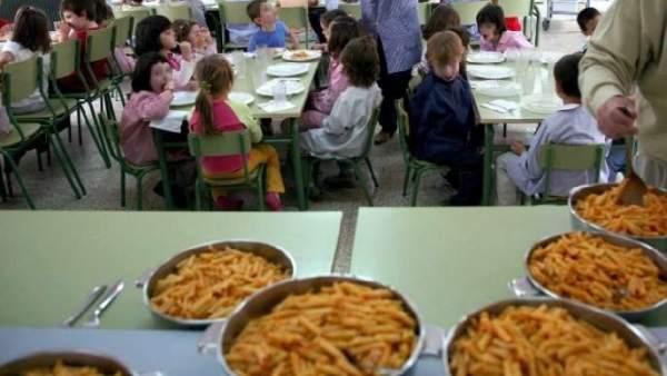 Cada vez más padres batallan contra el comedor escolar de catering