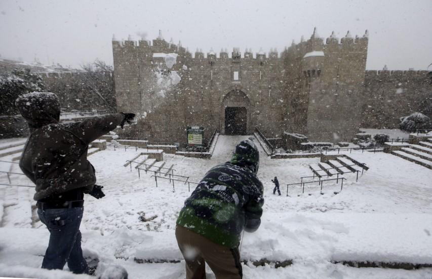 La Puerta de Damasco se 'tiñe' de blanco