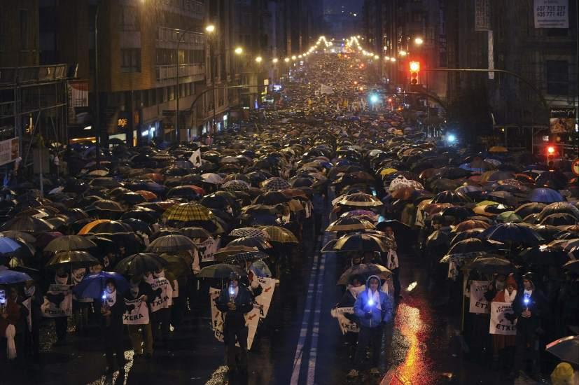 Multitudinaria marcha por los presos de ETA 91437-827-550