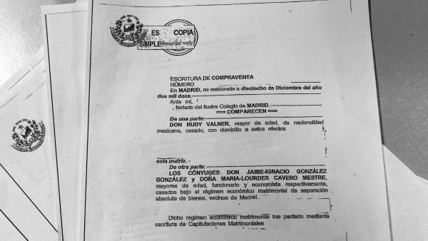 Escrituras de compraventa del ático de Ignacio González