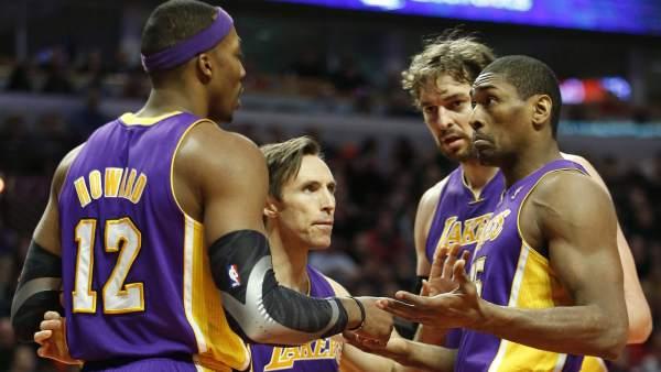 Gasol, Nash, World Peace y Howard, de Lakers