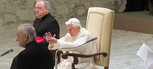 """Benedicto XVI prefiere Twitter y descarta entrar en Facebook: """"Es demasiado personal"""""""