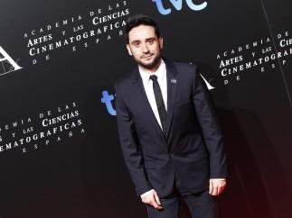 Juan Antonio Bayona en la entrada de la fiesta de los nominados