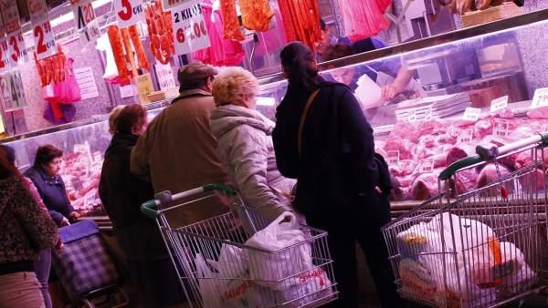 Clientes en un mercado
