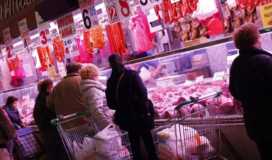 Los madrile os sacan el pescado la carne roja y las - Carniceria en madrid ...