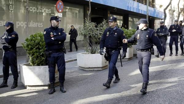 Agentes policía
