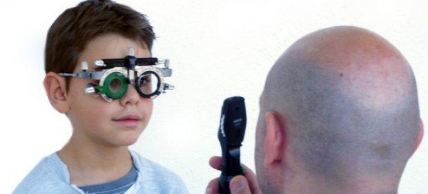 Niño y gafas