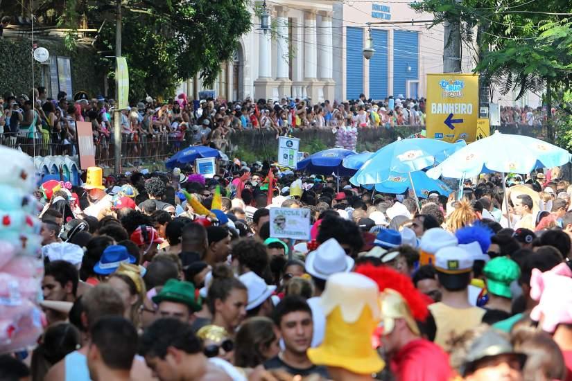 Brasil: miles de bailarines le ponen ritmo y sensualidad