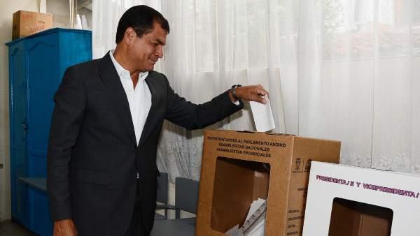 Correa deposita su voto