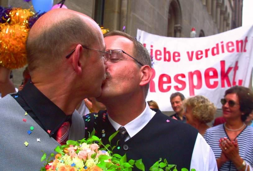 Lista de sacerdotes homosexuales es homofobia, seala