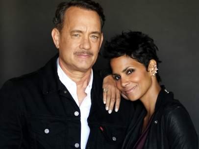 Los actores Tom Hanks y Halle Berry.