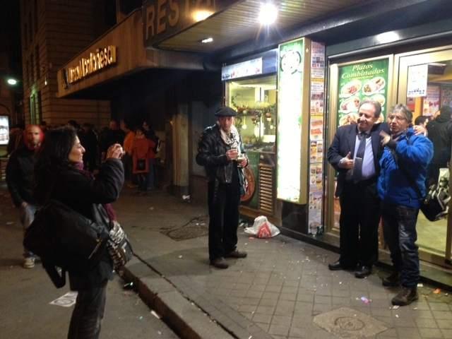 El 'héroe' del 25-S. Alberto Casillas, del bar El Prado, ha puesto de nuevo a disposición de los manifestantes el local después de las primeras cargas policiales.