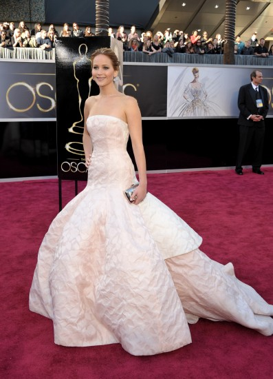 Jennifer Lawrence. La actrzi nominada Jennifer Lawrence llega al Dolby Theatre.