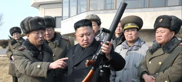 Kim Jong-un inspecciona sus armas