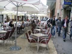 El 87% de los bares con terrazas cerradas incumplen la Ley antitabaco