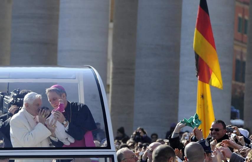 El papa se despide de los fieles
