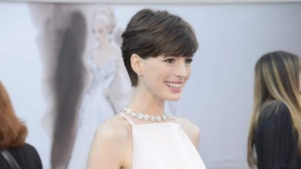 Anne Hathaway, en la alfombra roja de los Oscar.
