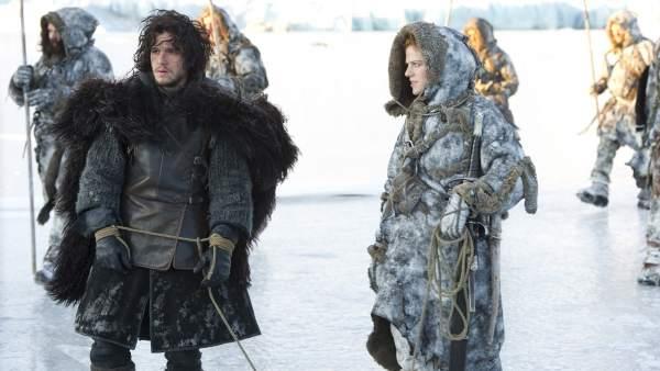 Jon Nieve e Ygritte en 'Juego de tronos'