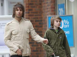 Liam Gallagher y su hijo Gene