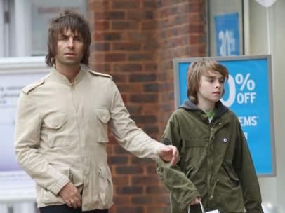 Liam Gallagher y su hijo Gene