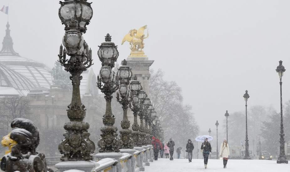 París, paralizada por la nieve