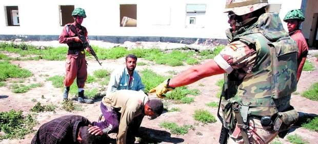 """OTRA VEZ """"EL PAIS"""" (veracidad del vídeo del maltrato en Irak de soldados españoles) 112266-620-282"""