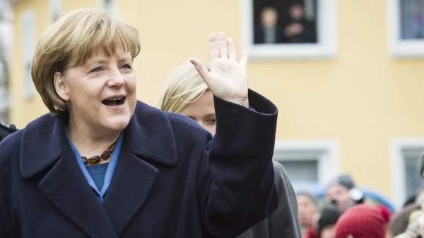 El pasado salpica a Angela Merkel en plena ofensiva por mostrar su lado más humano